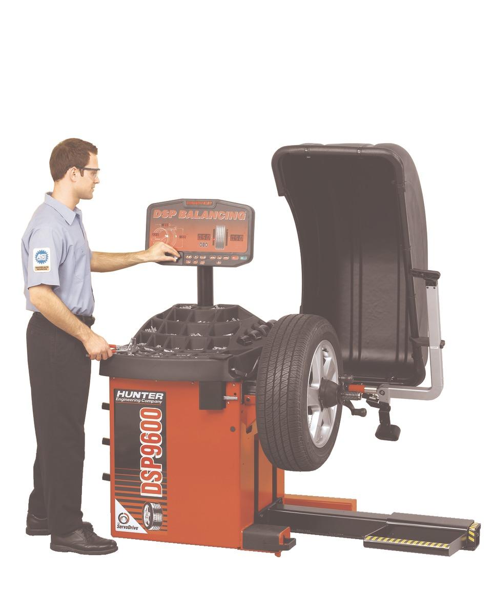 hunter engineering company dsp9600 wheel balancer in wheel balancers rh  vehicleservicepros com
