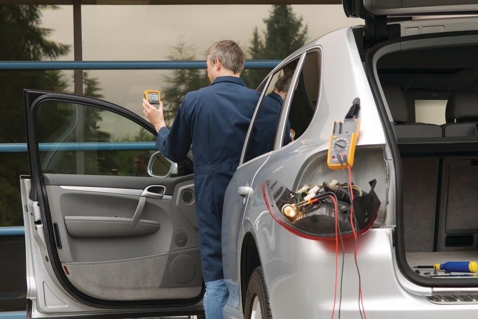Automotive Digital Multimeter : Tool review fluke manufacturing a digital multimeter