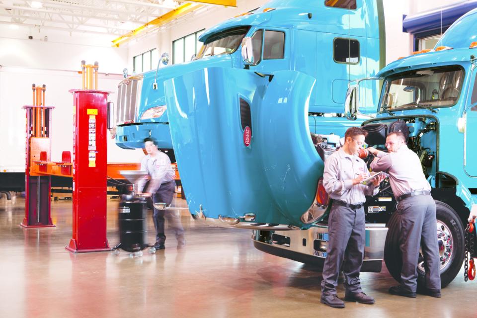 15 essentials for fleet maintenance management systems