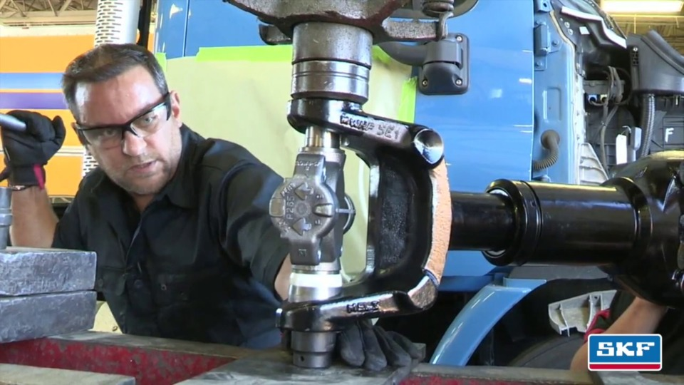 VIDEO: How to install an SKF Heavy Duty U-joint