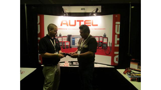 Autel-selling-to-customer.JPG