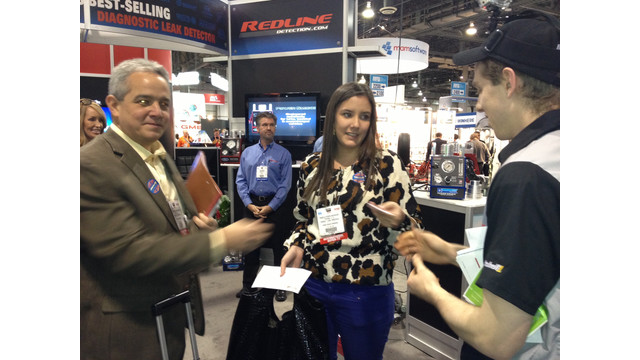 AAPEX2012-Mitchell1 giveaway.JPG