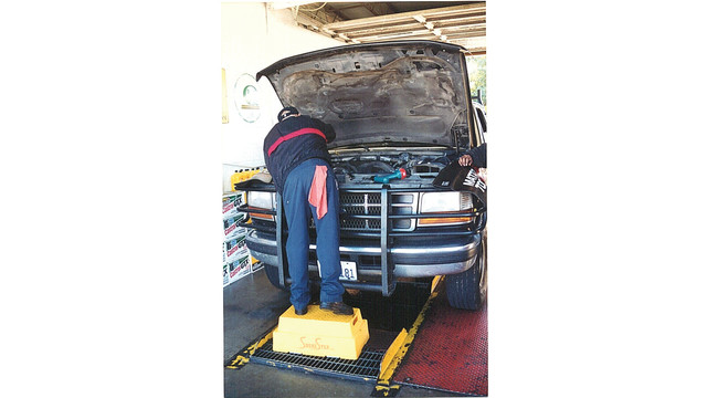 shure-step---fast-lube-truck_10841918.psd