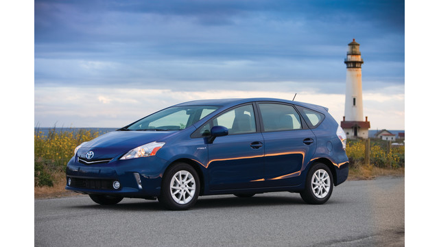 2012-toyota-prius-v-two-and-th_10855136.psd