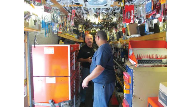 5-customer-in-truck_10893129.psd