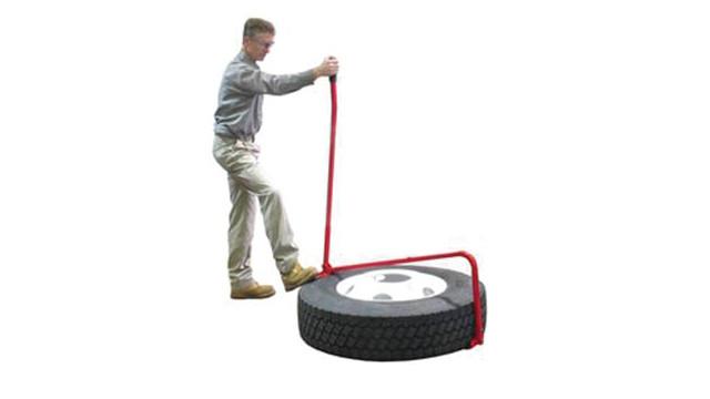 kiene---tire-lifter-at-work_10964284.psd