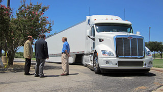 Peterbilt showcases advanced technologies during energy summit
