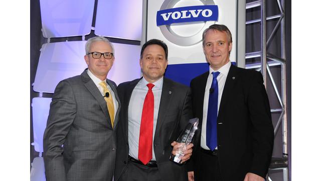 Volvo Trucks names Nacarto Volvo 2013 North American Dealer of the Year