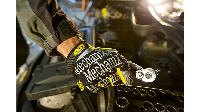 mechanix-5mm-gloves-oil-change_11408507.psd