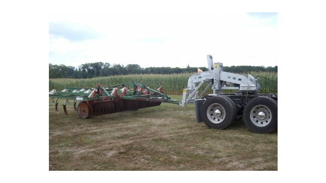 The Model 15F Category 3 Farm Implement Portable 5th Wheel Wrecker Unit