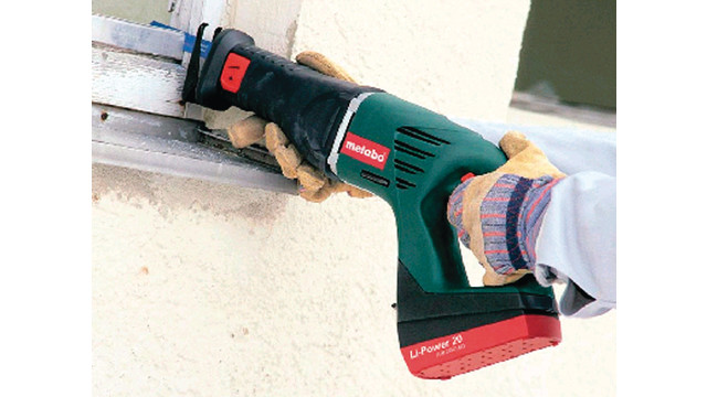 ASE 18 cordless reciprocating saw with a lithium-ion battery
